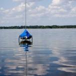 Aufgehängtes Boot auf dem Schwielochsee