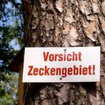 """Hinweisschild """"Vorsicht Zeckengebiet"""""""