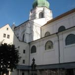 Domhof des Doms St. Stephan