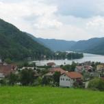 Blick auf Kasten vom Donausteig
