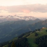 In den Bergen, die Sonne im Rücken