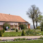 Langes Haus im Park Belvedere