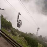 Seilbahn in den Wolken