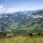 Blick von den Bergen auf Dorfgastein