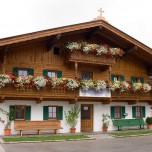 Typisches Alpenhaus in Going