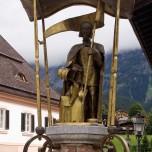 Brunnenfigur in Going