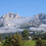 Tief hängende Wolkenfetzen am Wilden Kaiser