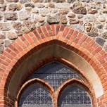 Kopf an der Außenmauer der Stadtpfarrkirche in Beelitz