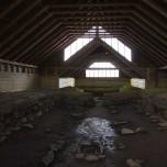 Im Langhaus der Wikinger Stöng auf Island