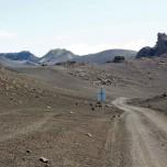 Isländische Straße durch Mondlandschaft