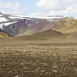 Frabige Berghänge in Island