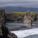 Felsnadel bei Dyrhólaey an der Südküste von Island