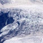 Gletscher und Wasserfall