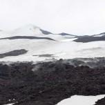 Dampfende Lava und Schnee am Kegel des Eyjafjallajökull II