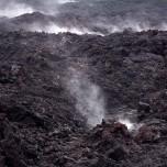 Dampfende Lava des Vulkans Eyjafjallajökull auf Island IV