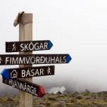 Wegweiser, u.a. nach Skogar und nach Fimmvorduhals