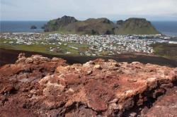 Blick vom Eldfell auf Heimaey, Westmännerinseln