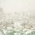 Blick auf Andermatt vom Glacier Express aus