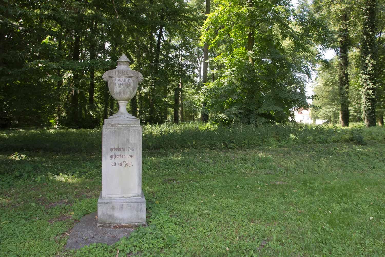 """""""Er war ein Lehrer"""" - Denkmal für Heinrich Julius Bruns in Reckahn"""
