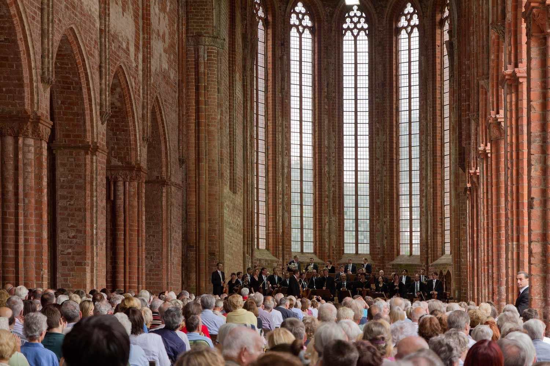 Staatskapelle Halle beim Choriner Musiksommer im Kloster Chorin