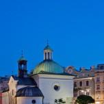 Mond über der Adalbertkirche