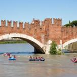 Bootsrennen an der Ponte Scaligero