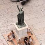 Skulptur am Piazza delle Erbe