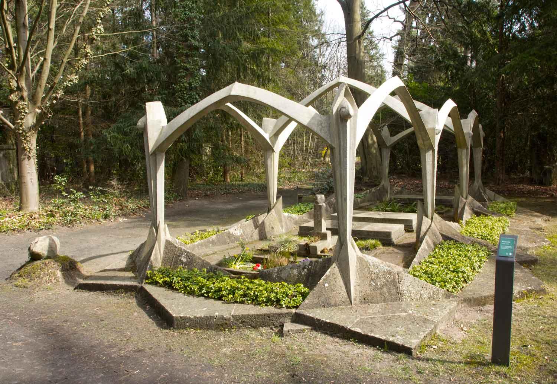 Grab für Julius Wissinger von Max Taut und Otto Freundlich