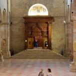 In der Basilika VII