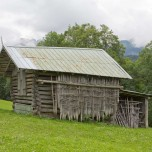 Hütte mit Stöckern