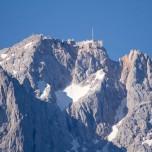Zugspitze in der Sonne, von Grainau aus gesehen