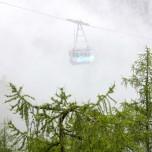 Gondel der Seilbahn Zugspitzbahn im Nebel