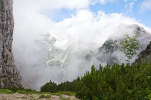 Hupfenleitenjoch Wanderung: Blick vom Hupfenleitenjoch zur Zugspitze