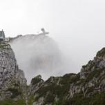 Bergstation der Alpspitzbahn im Nebel
