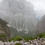 Am Abgrund in den Bergen der Alpen