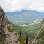 Hupfenleitenjoch Wanderung: Wanderweg mit Geländer