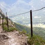 Hupfenleitenjoch-Wanderung: Wanderweg mit Geländer