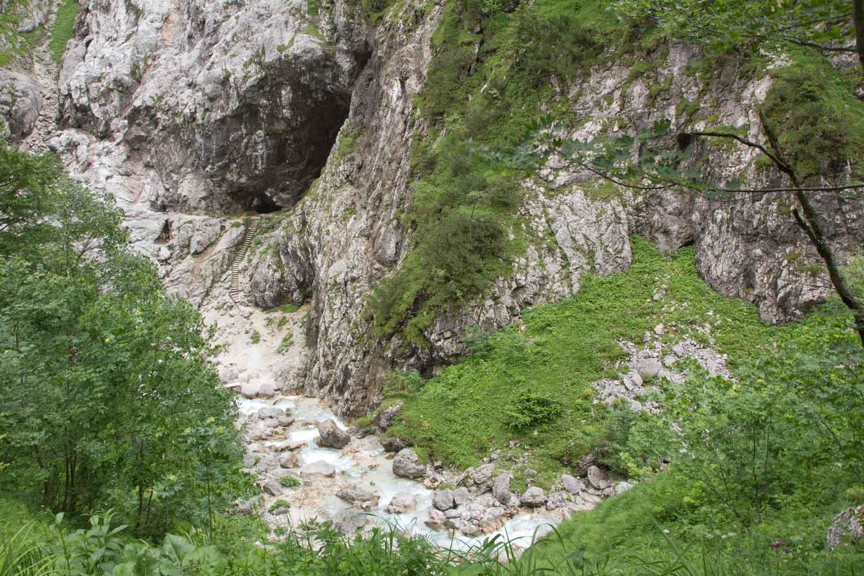 Höhle im Höllental