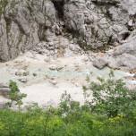 Blick aus der Höhle auf den Hammersbach