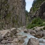 Steile Felswand am Hammersbach im Höllental