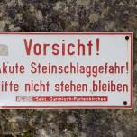 Warnung vor Steinschlag