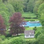 Blick auf das Schwimmbad