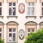 Reliefs an einem Naumburger Haus