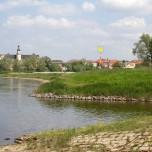 Blick über die Elbe auf Schloss Coswig