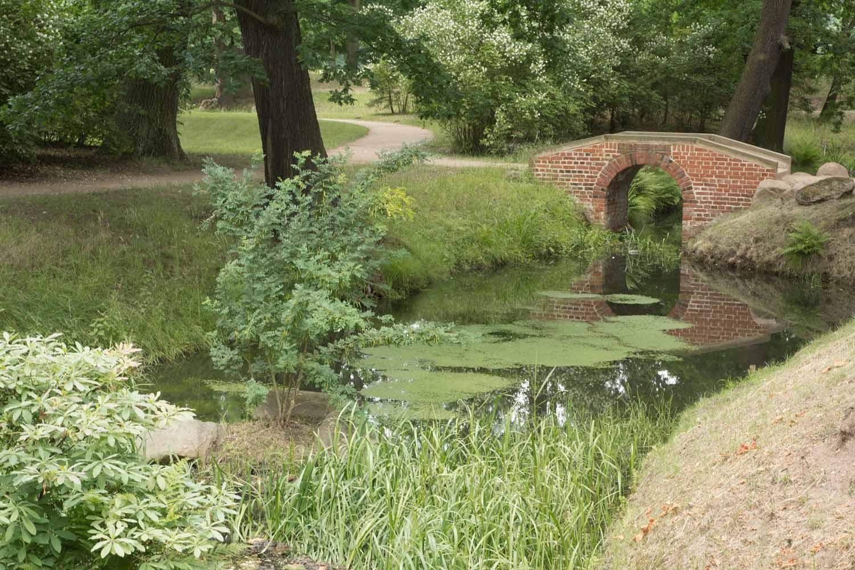 Wohnzimmer und Kamin chinesisches gartenhaus : Oranienbaum - Stadt, Schloss und Schlossgarten - unterwegsblog