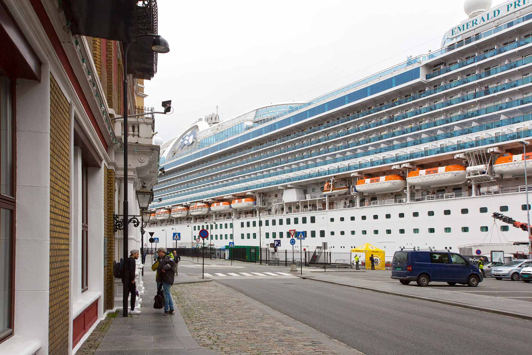 Kreuzfahrtschiff im Hafen von Stavanger