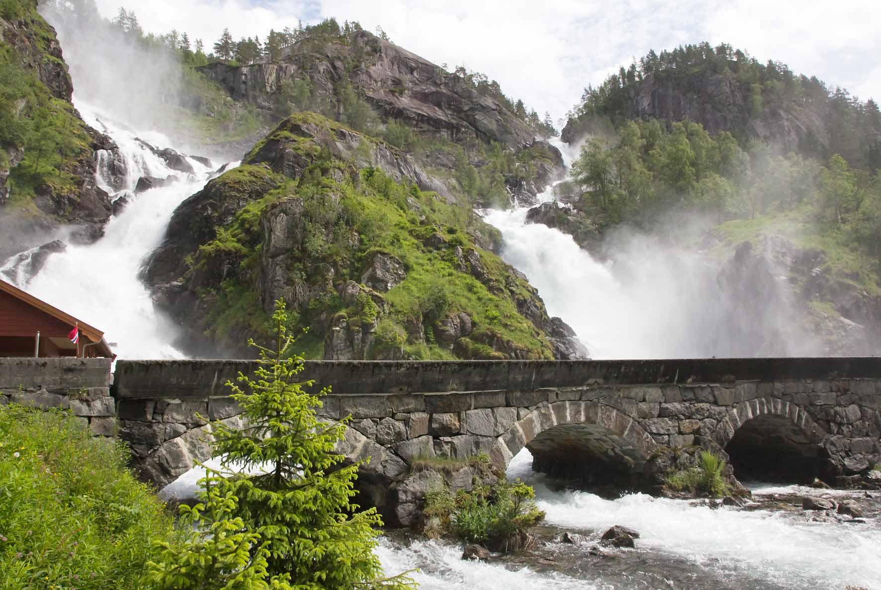Zwillingswasserfall Låtefossen, Norwegen, Wasserfall, Odda