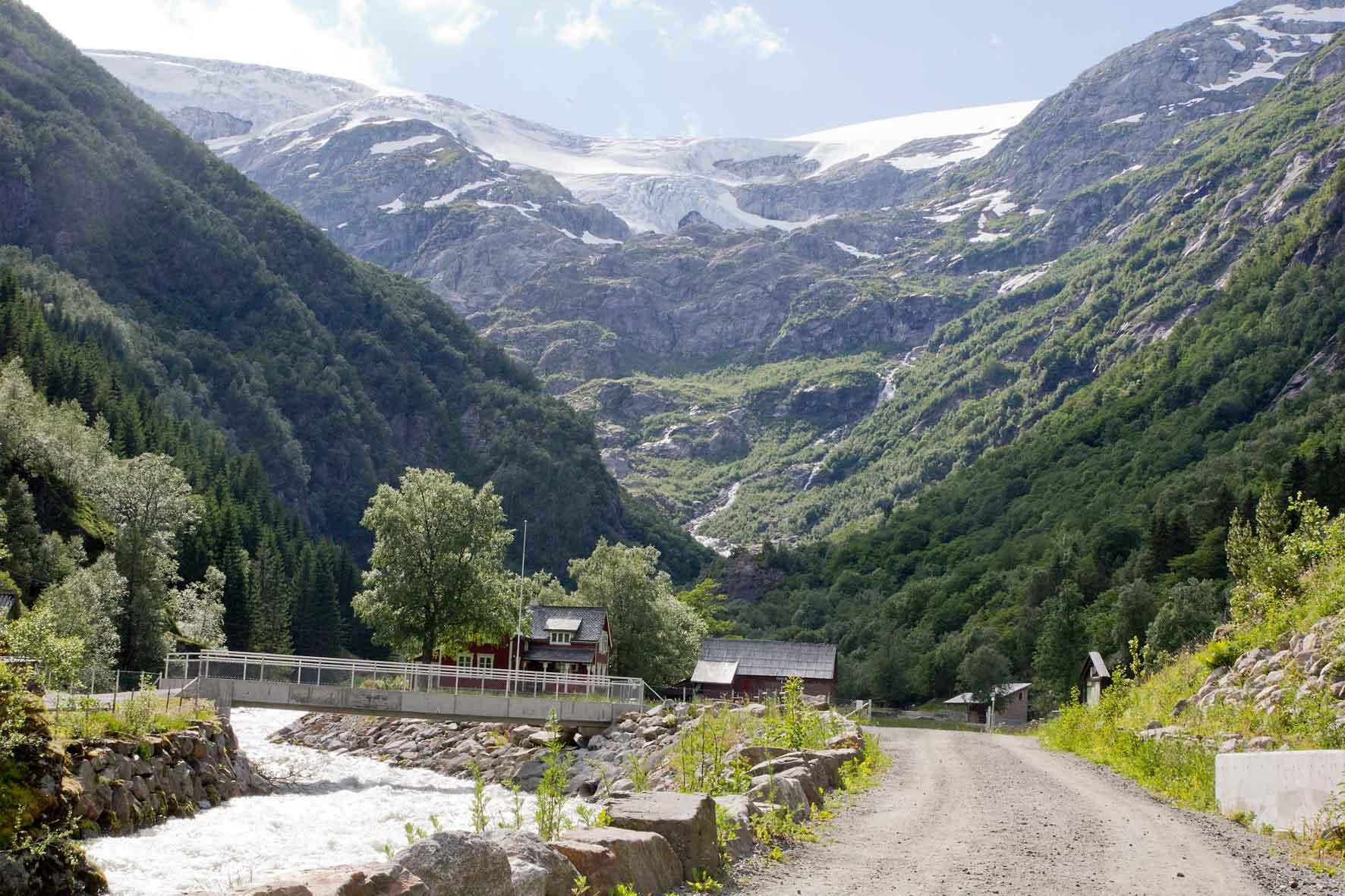 Der Aufstieg zum Gletscher Buarbreen kann beginnen. Folgefonna, Gletscher bei Odda, Norwegen