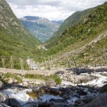 Brücke über den Gletscherfluss des Buarbreen
