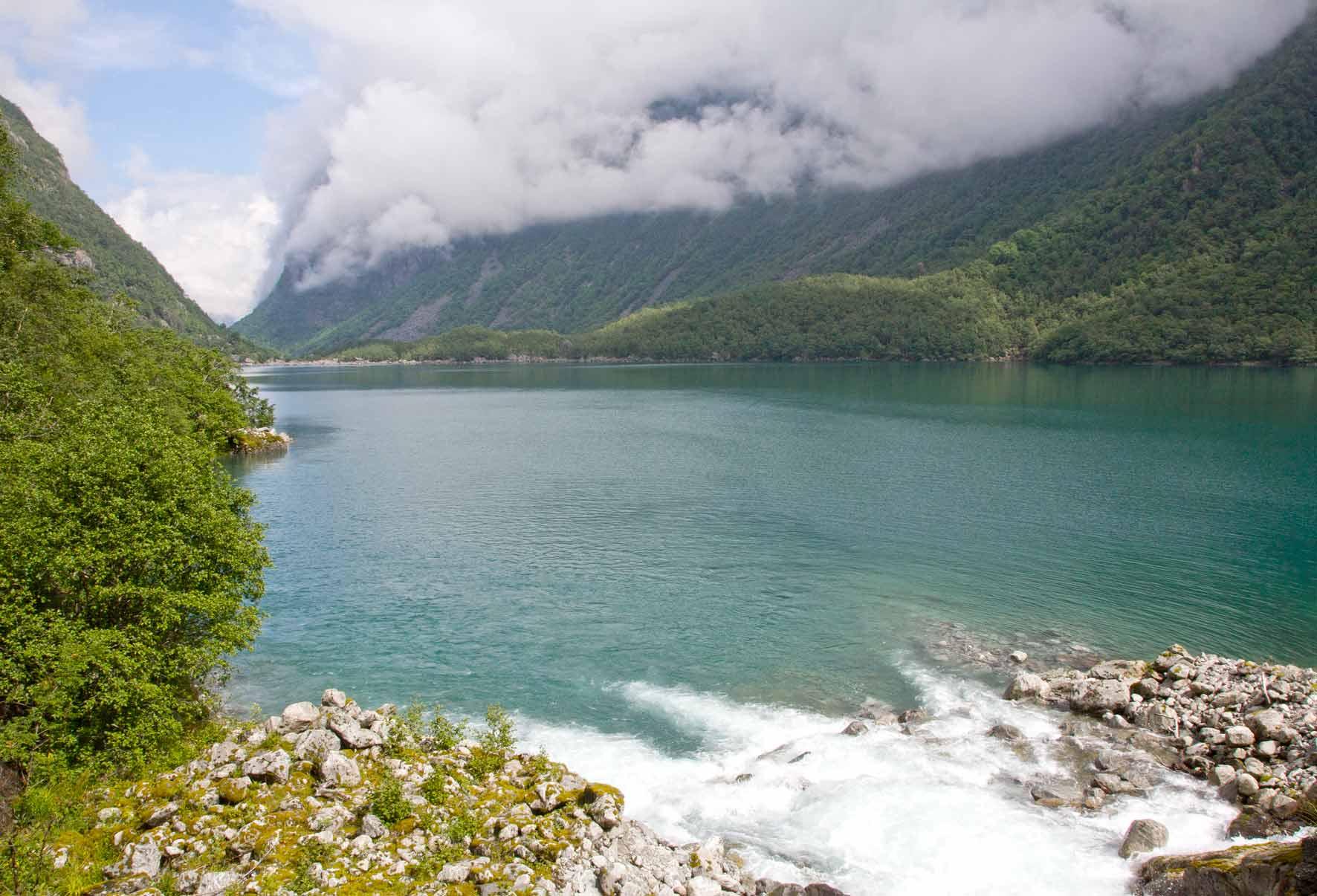 Gebirgsbach trifft See Bondhusvatnet